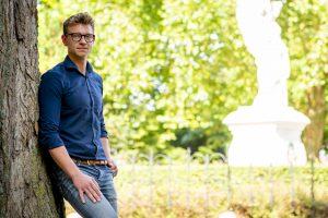 Portret Melvin de Niet in Victoriepark Alkmaar