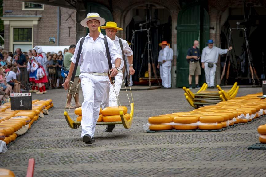 Melvin als noodhulp op de Kaasmarkt Alkmaar