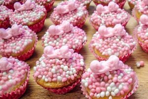 Cupcakes met roze witte muisjes