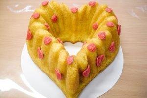 Hartvormige cake van Bakkerij Helios