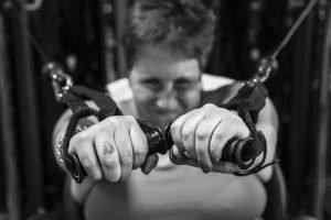 Muriel Hartman traint in de sportschool