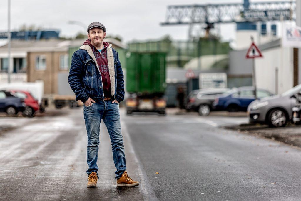 Portret Nick op industrieterrein