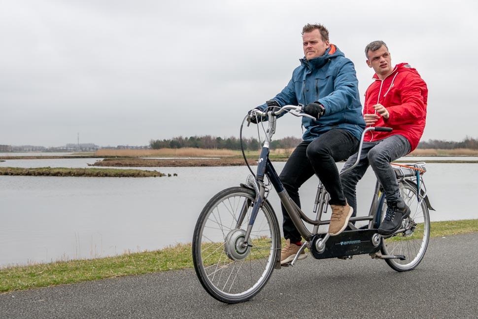 Barry en Tim op de fiets door het Park van Luna