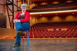Caroline in theater de kampanje