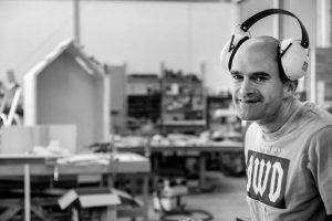 Portret Mike met gehoorbeschermers op zijn hoofd