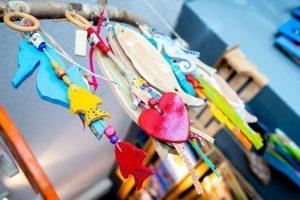 Creatieve en kleurrijke producten in winkel Wideloe Skager AC Esedege-Reigersdaal