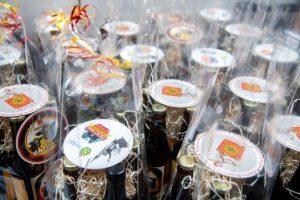 Flesjes bier in feestelijke verpakking